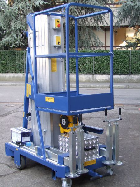 Scalificio Clerici s.n.c. - Piattaforma a sfilo verticale a batteria