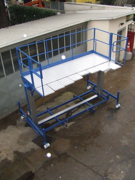 Scalificio Clerici s.n.c. - Piattaforma aerea per sostituzione vetri